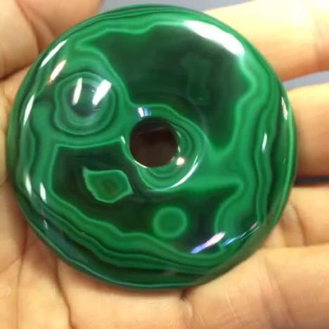 天然孔雀石大平安扣,61mm,重90.5克,绿波妩媚图片