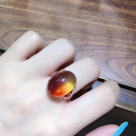 天然S925镶嵌墨西哥红蓝珀戒指,带美的红蓝色泽图片