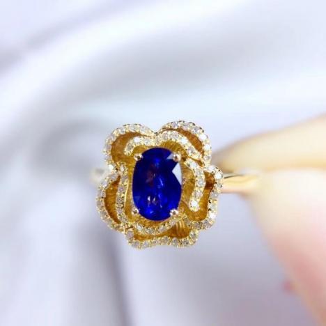 天然蓝宝石戒指,0.86ct,18K金钻石镶嵌,款式精美