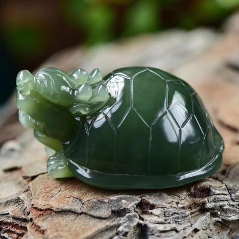 精选天然和田碧玉龙龟手把件,招财聚财,避邪保平安,61克图片