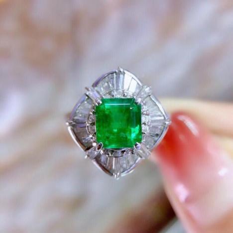 天然哥伦比亚祖母绿戒指,主石1ct,18K金伴钻镶嵌