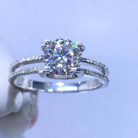 天然18K金莫桑钻戒指,裸石1克拉,伴南非钻,精工打造图片