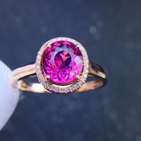 天然18K金镶嵌粉碧玺戒指,裸石1.8克拉,伴南非钻,火彩超赞图片