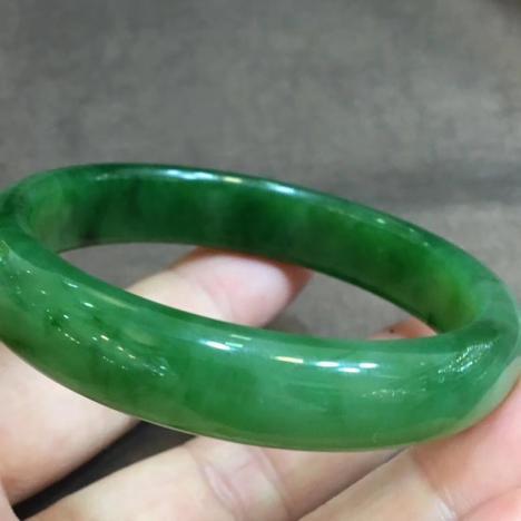 天然碧玉手镯,圈口55,正宗阳绿老坑料,玉质好,颜色亮