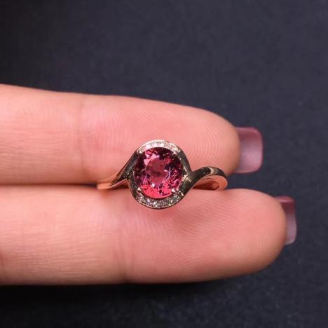 天然宝石碧玺戒指,1.40ct,18K金钻石镶嵌,迷人色彩图片