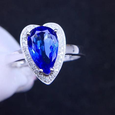 天然18K金镶嵌坦桑石戒指,裸石重约2.8ct,爱心形
