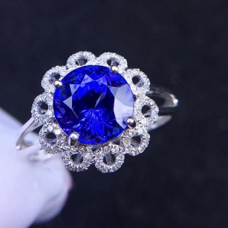 天然18K金伴钻镶嵌坦桑石戒指,裸石3ct,火彩好,晶体全净