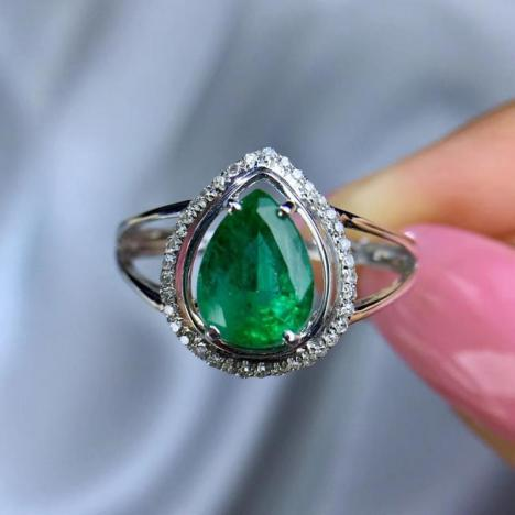天然祖母绿水滴戒指,1.77ct,18K金,款式精致
