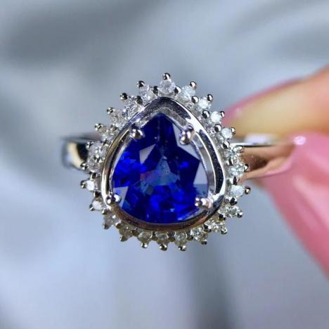 天然矢车菊蓝宝石戒指,1.15ct,18K金镶嵌图片