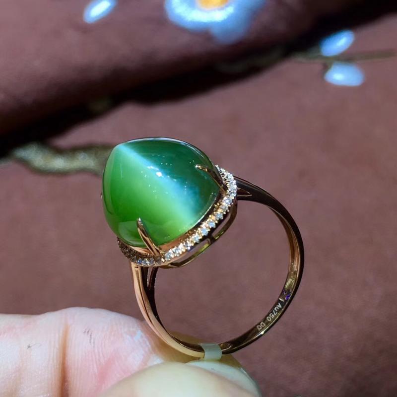 精品天然和田碧玉猫眼戒指,18K金镶嵌,一线天