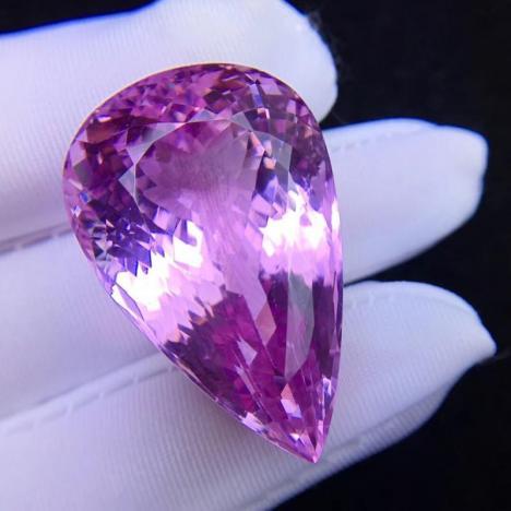 天然紫锂辉石宝石吊坠裸石,火彩美,全净图片