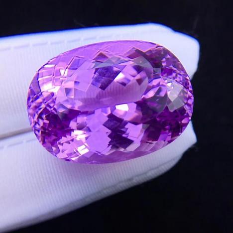 天然紫锂辉石宝石吊坠裸石,火彩美,77.1克拉图片