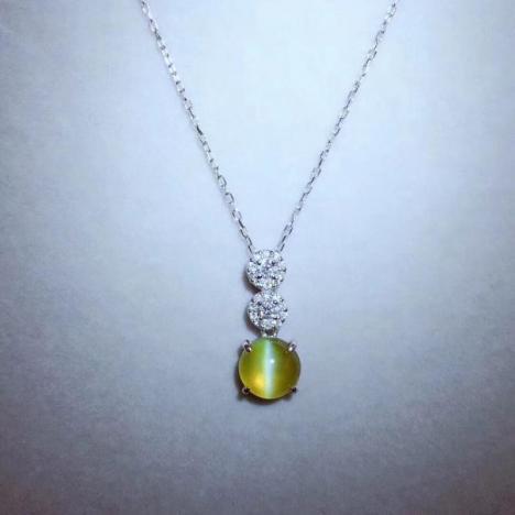 金绿猫眼宝石项链一套,铂金镶嵌,主石2.76克拉图片