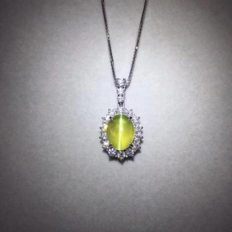 无烧金绿猫眼宝石项链一套,铂金镶嵌,主石6.57克拉图片