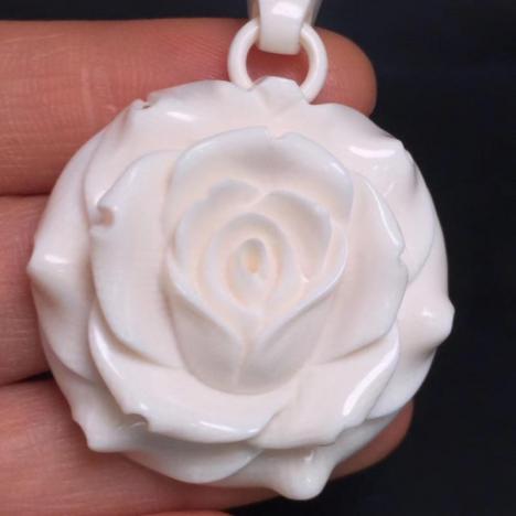 天然猛犸象牙玫瑰花吊坠,料润,牙纹清晰