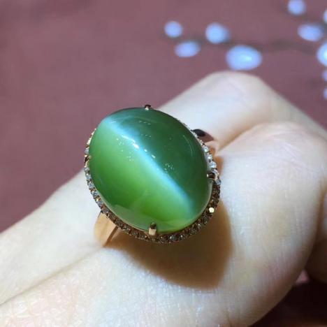 精品天然和田碧玉猫眼戒指,18K金镶嵌,一线天图片