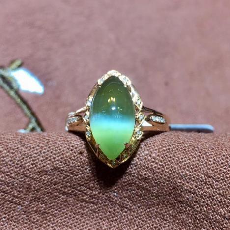 天然和田碧玉猫眼戒指,18K金镶嵌,玻璃底