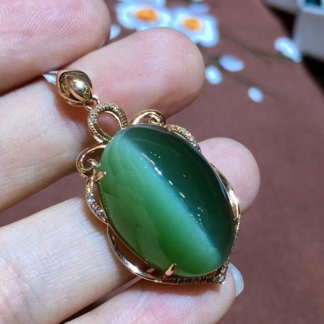 精品天然碧玉猫眼吊坠,18K金镶嵌,颜色深绿