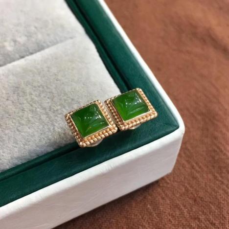 天然和田碧玉耳钉,18K金镶嵌,清新苹果绿图片
