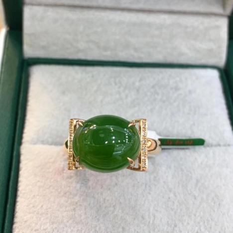 天然和田碧玉戒指,18K金镶嵌,菠菜绿