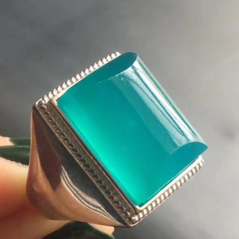 天河石男款戒指,高冰蓝,925银镶嵌,佩戴大气图片