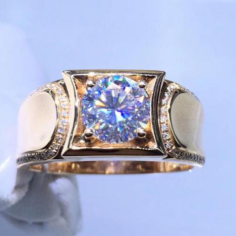 18K金镶嵌莫桑钻男款戒指,裸石1ct,八心八箭图片