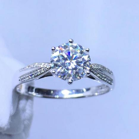 精美18K金莫桑钻戒指,裸石1ct,火彩超赞图片