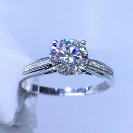精美18K金莫桑钻戒指,裸石1ct,高色高净度图片