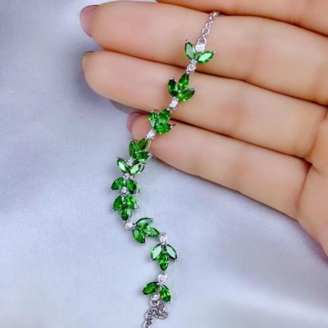 活力源泉沙弗莱手链,3.84克拉,18K金钻石镶嵌图片