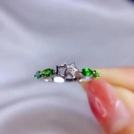 星星款沙弗莱宝石戒指,主石50分,新款设计图片