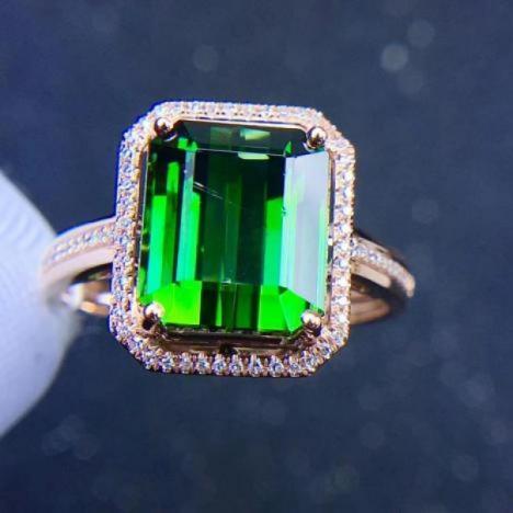 天然绿碧玺戒指,裸石5.5ct,18K金镶嵌伴南非钻,晶体全净