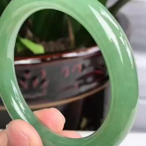 缅甸翡翠手镯,翡翠圆条手镯 圈口56 冰润油绿图片