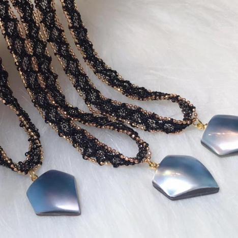 天然马贝珍珠颈链,蓝色幻彩珍珠贝,设计新颖图片
