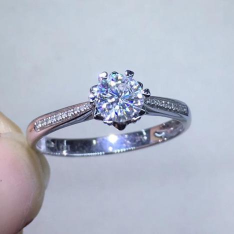 雪花,莫桑钻戒指,18K金镶嵌,裸石0.5ct
