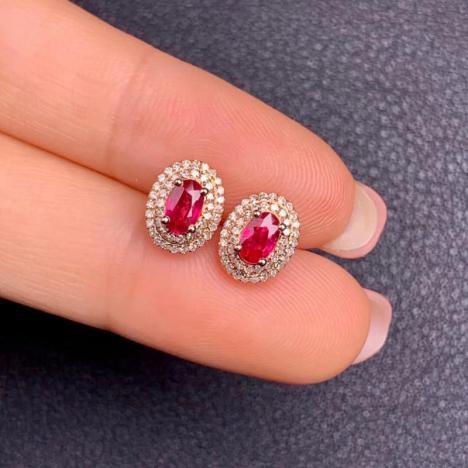 天然红宝石耳钉,主石0.73克拉,小巧别致