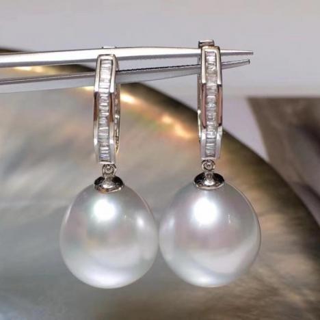 天然澳白海水珍珠水滴耳坠,18K金钻石镶嵌图片