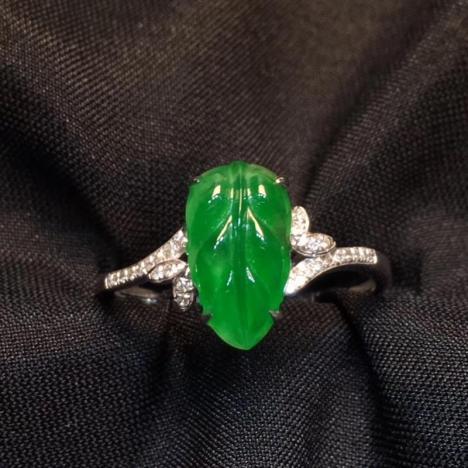 天然A货翡翠戒指,冰阳绿树叶戒指,18K金钻石镶嵌图片