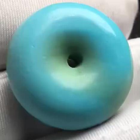 原矿高瓷绿松石面包圈,8.1克,23*9MM,精雕图片