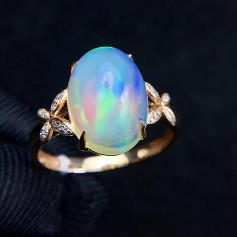 天然18K金镶嵌欧泊戒指,3克拉,彩欧泊图片