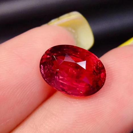 天然无烧红宝石裸石,3.8克拉,大颗粒红宝石图片