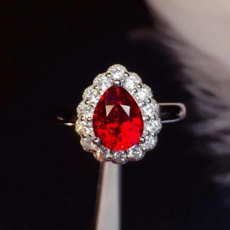 天然无烧鸽血红红宝石戒指,1.63克拉,大颗粒