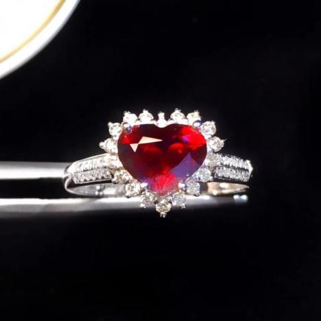 天然无烧鸽血红宝石戒指,1.21克拉,心形切工