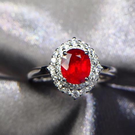 天然无烧鸽血红宝石戒指,1.01克拉,火彩闪耀图片