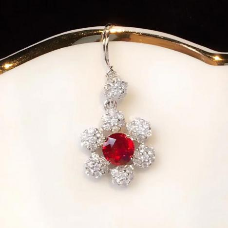 天然无烧红宝石吊坠,0.8克拉,钻石镶嵌