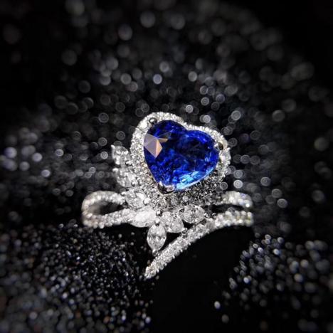 无烧蓝宝石戒指,1.55克拉主石,矢车菊蓝宝石