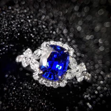 蓝宝石戒指,主石2.93克拉,皇家蓝宝石