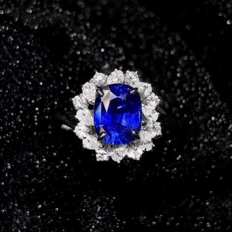 蓝宝石戒指,主石2.06克拉,皇家蓝,火彩艳丽图片