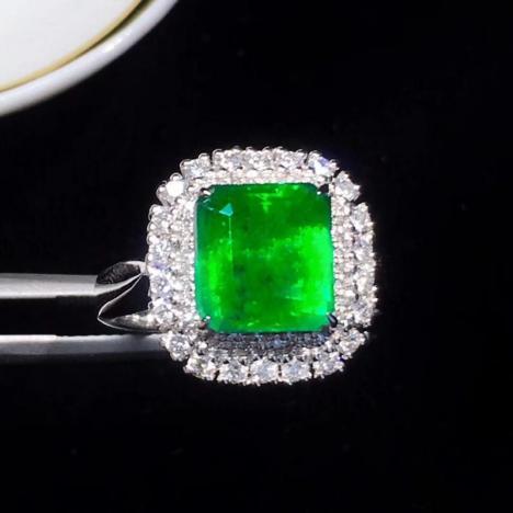 天然祖母绿戒指,3.26克拉,净度高