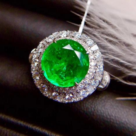天然祖母绿戒指,3.18克拉,火彩闪