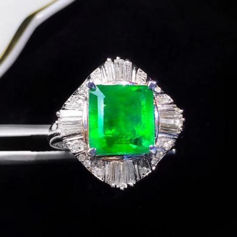 天然祖母绿戒指,3.16克拉,净度高图片